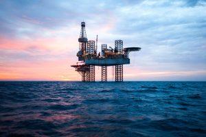Calo del prezzo del petrolio – chi ne ha beneficiato e chi invece è stato penalizzato